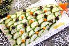 Новогодний салат Елочка с курицей, грибами и яичными блинчиками