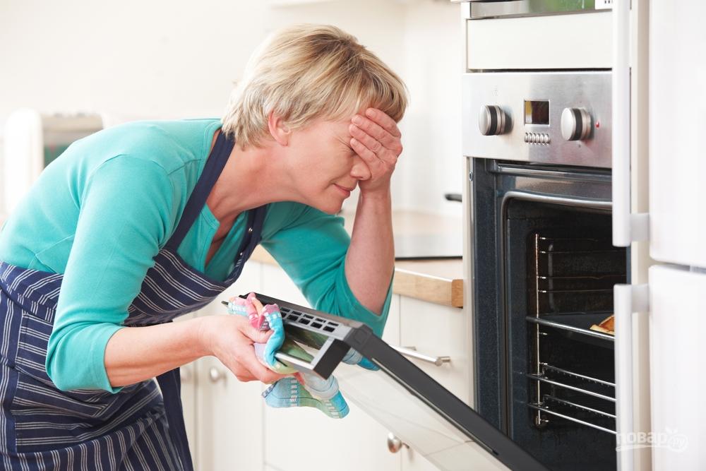 Как просто почистить грязную духовку