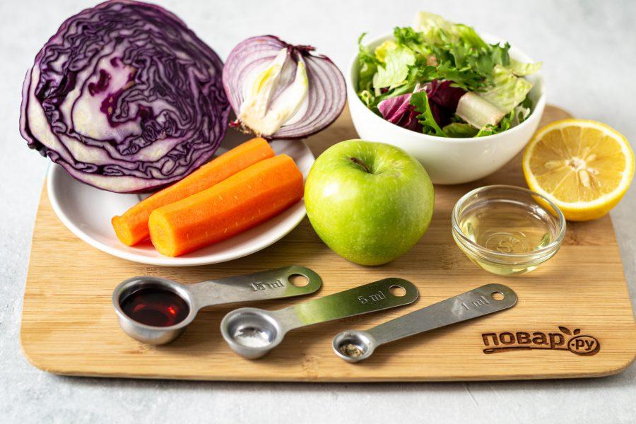 Салат из красной капусты с яблоком