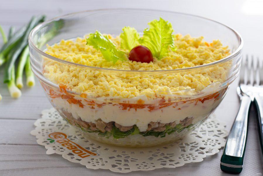 Слоеный салат с печенью трески