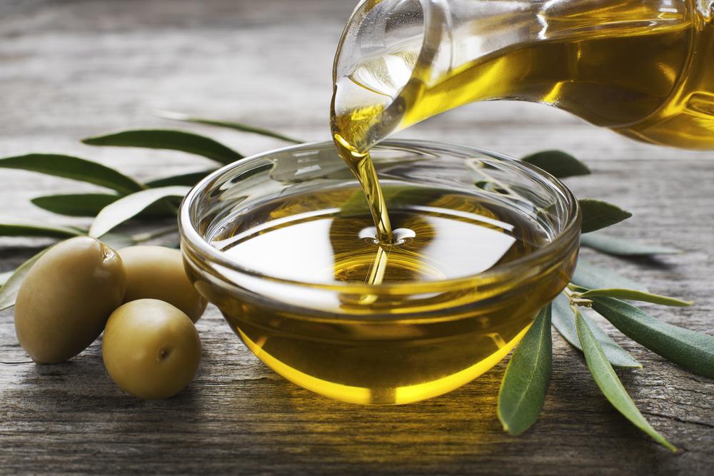 """Заправляйте салат """"Цезарь"""" оливковым маслом"""