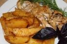 Запеченный картофель под соусом
