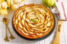 Песочный пирог с вареньем и яблоками