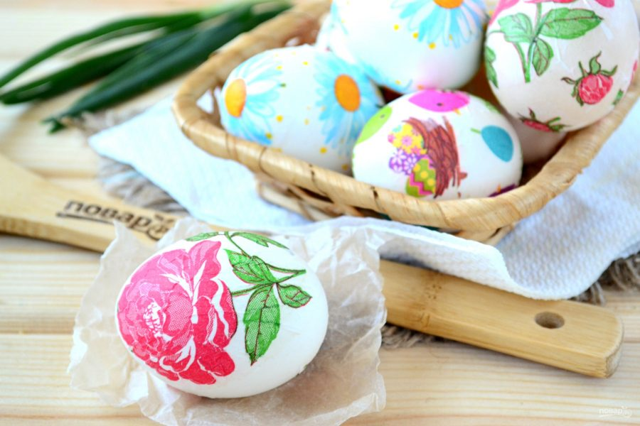 Яйца, украшенные при помощи декупажа