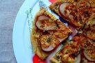 Пицца с грушей и горгонзолой (десертная)