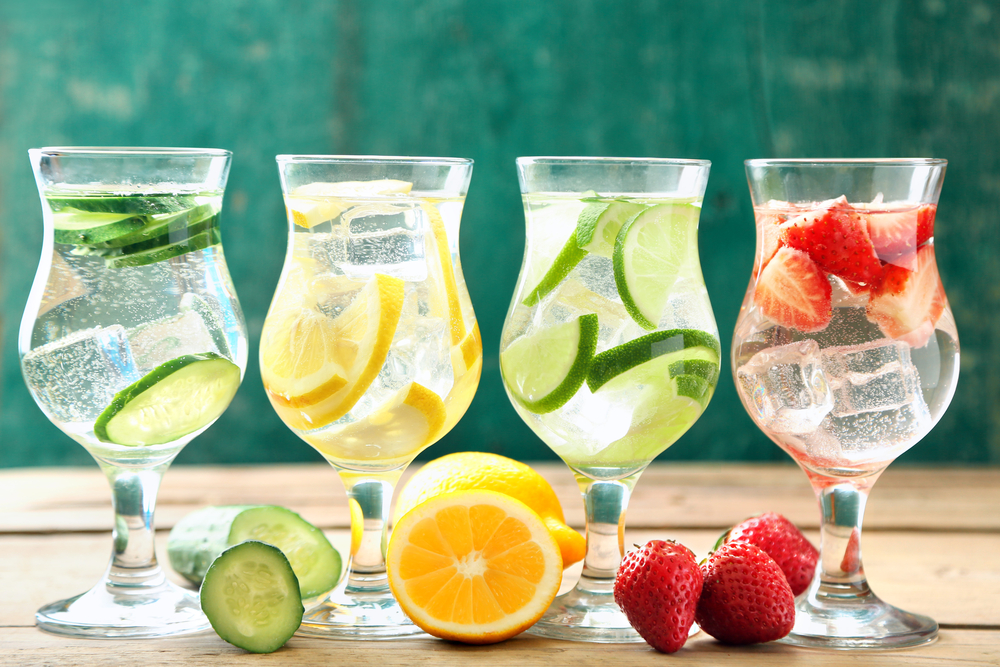Столовая вода с огурцом, лимоном, лаймом и клубникой