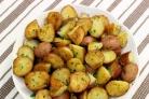 Картофель запеченный в духовке с зеленью