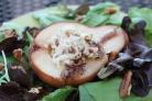 Груша, фаршированная креветками и сыром