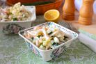 Салат из кальмаров, ананасов и огурцов