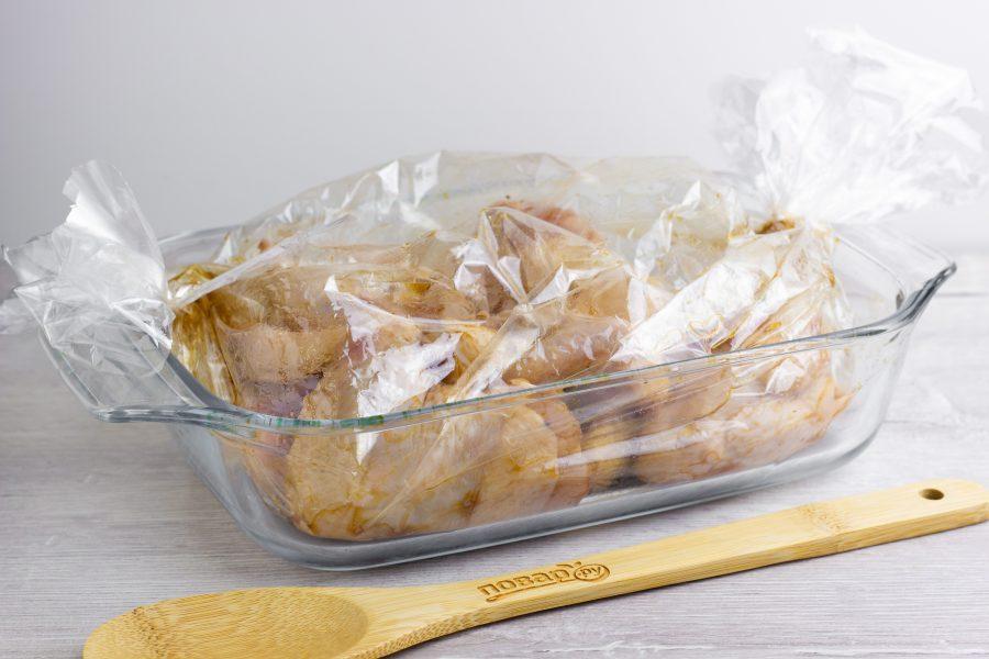 Как запечь крылышки в рукаве в духовке