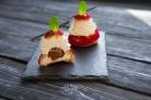 Пирожное Шу с вишневым конфи