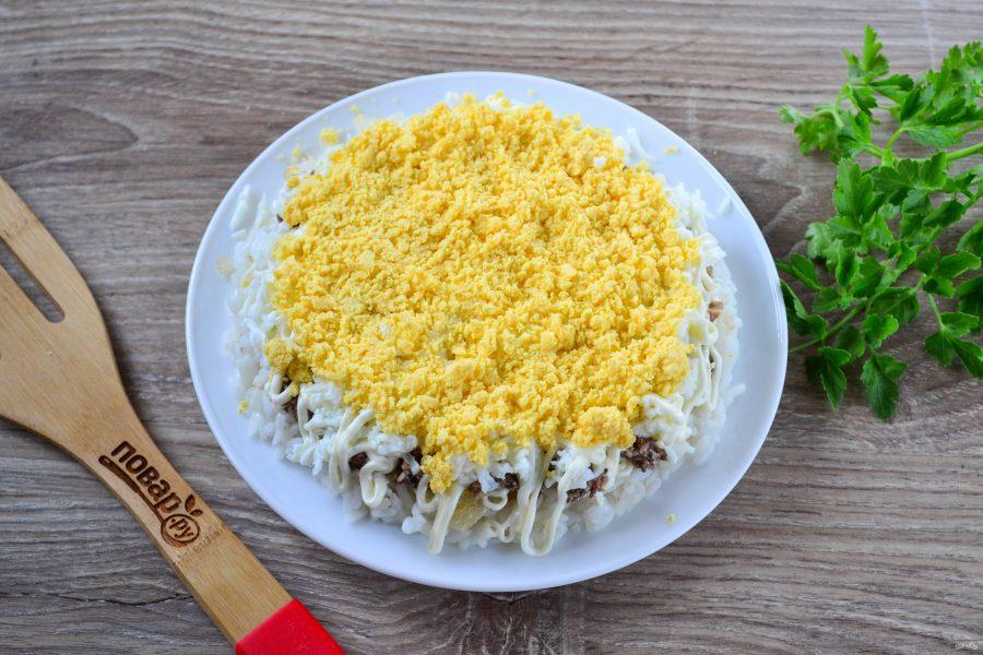 Салат с рисом и шпротами