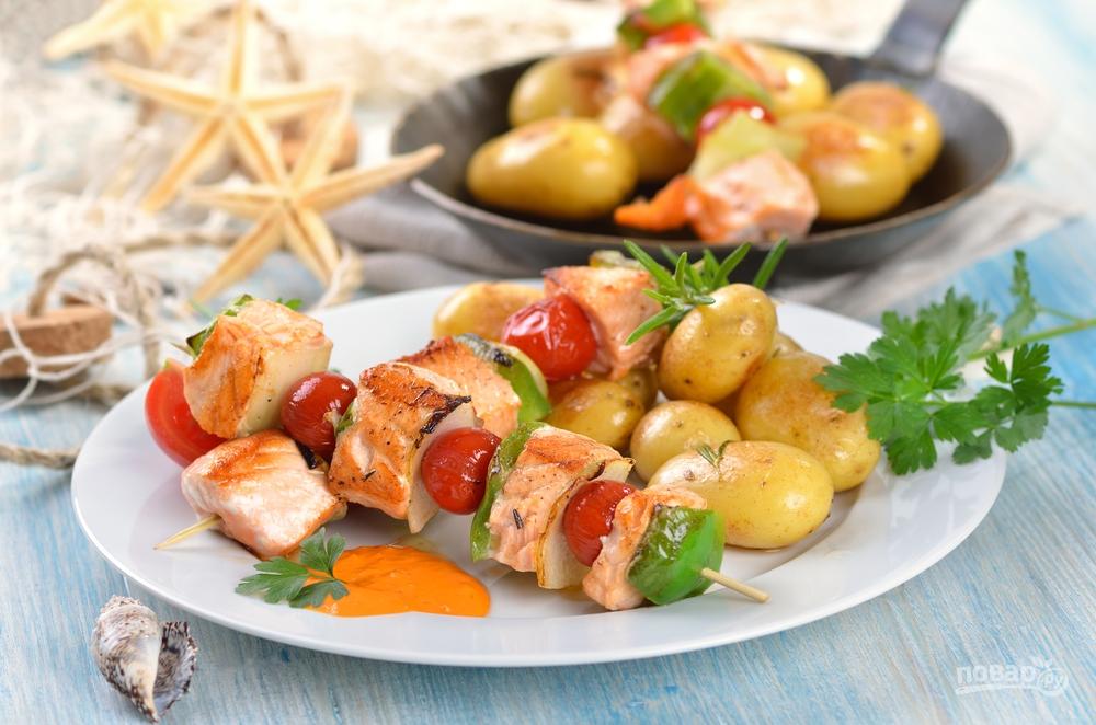 Шашлык в духовке из рыбы и картошки