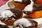 Персики, запеченные с шоколадом и имбирем