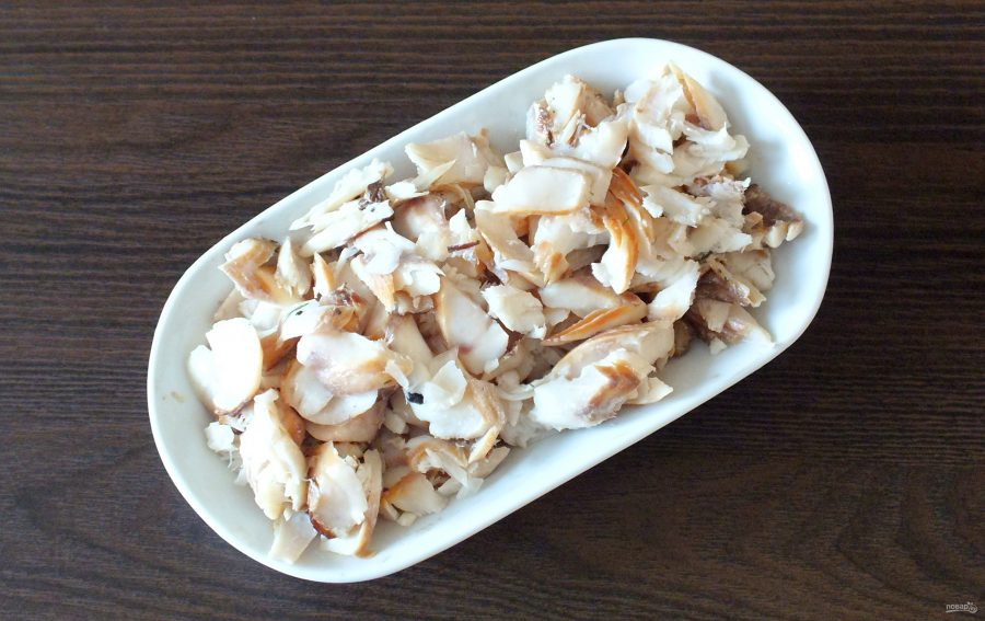 Салат из морского окуня горячего копчения