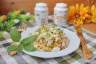 Салат с крабовыми палочками и кириешками