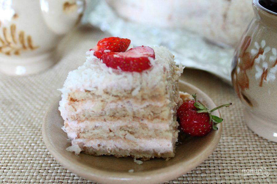 Торт без выпечки с клубникой и кокосом