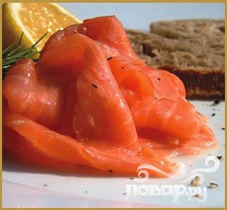 Яичница с копченым лососем