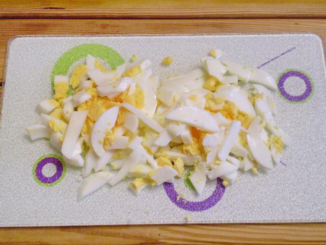 Салат с фасолью и солеными огурцами