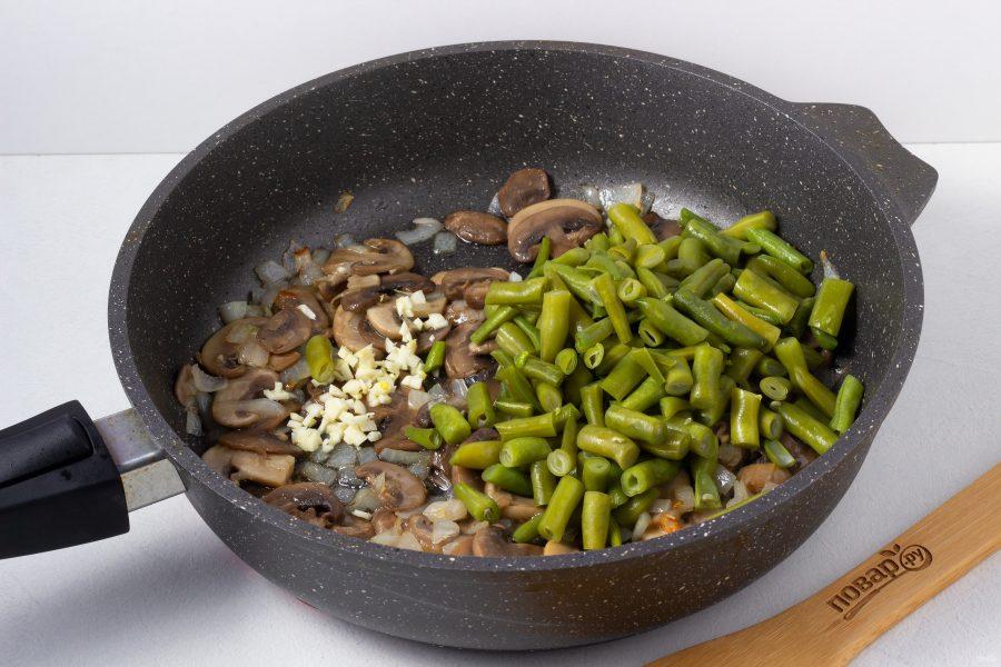 Cалат с грибами и зеленой фасолью