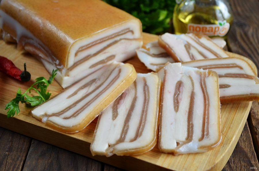 Закуска из свиных шкурок с перцем