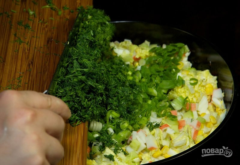 Салат с кукурузой и крабовыми палочками