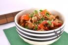 Теплый салат со свининой и овощами