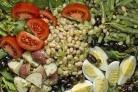 Салат с фасолью, картофелем и помидорами