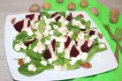 Зелёный салат со свеклой