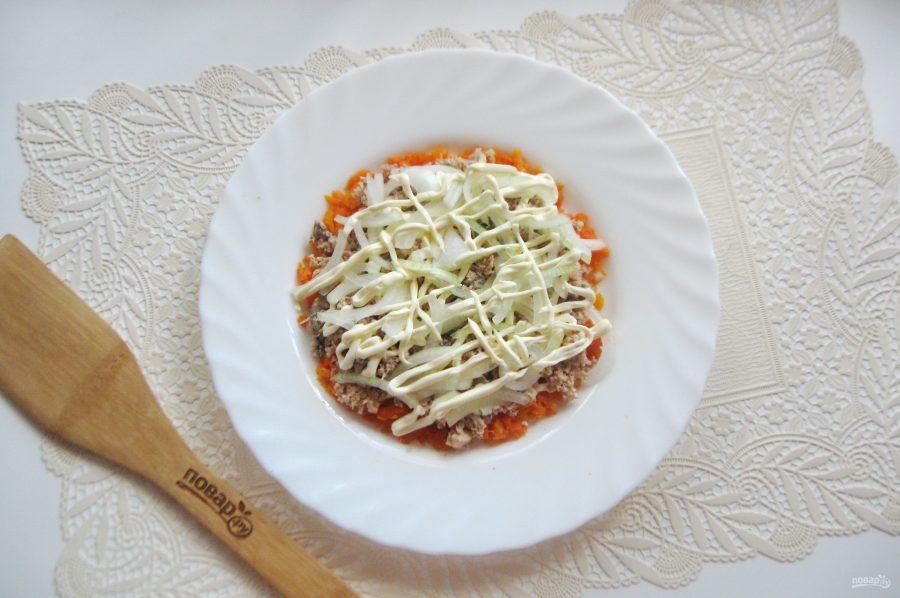 Салат с консервированной горбушей и грибами