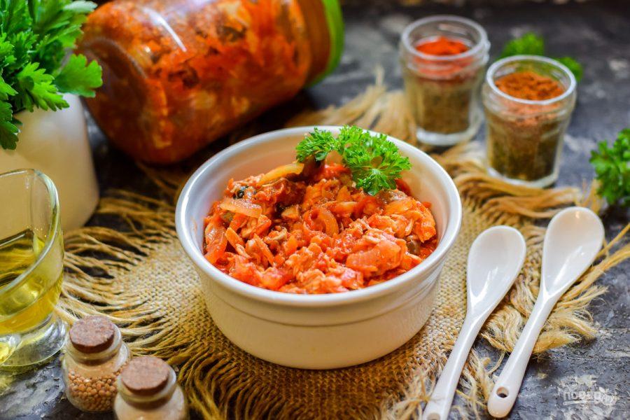 Салат с овощами и скумбрией