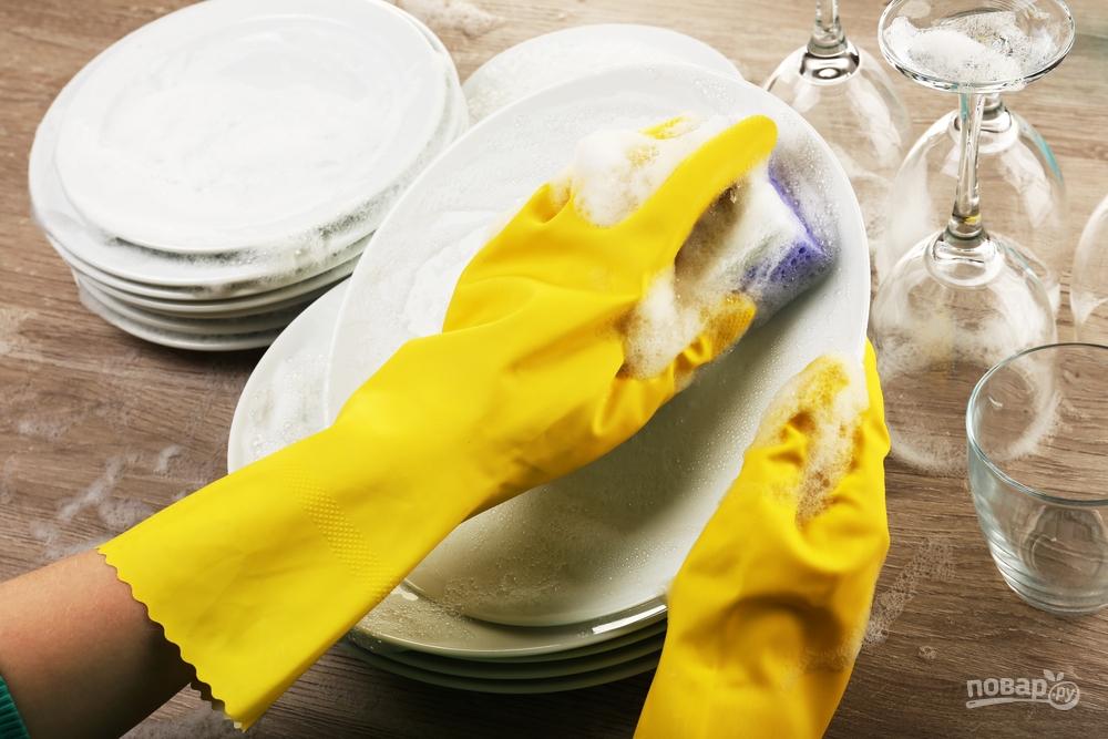 Мойте посуду в перчатках