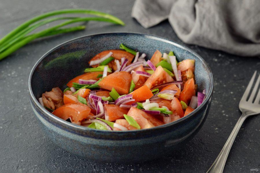 Салат из помидоров с кориандром