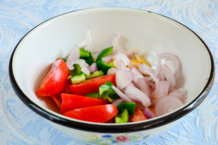 Салат с мидиями и сыром