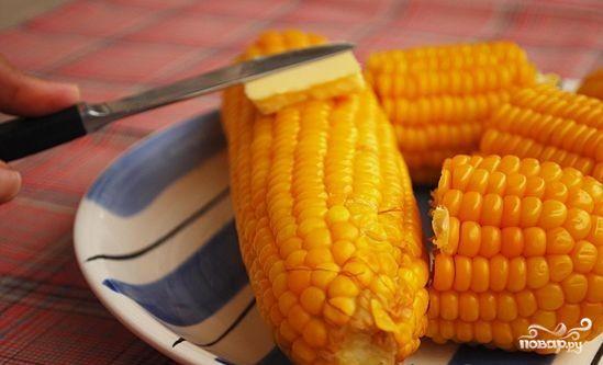 Вареная кукуруза в початках