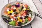Салат с копченой семгой