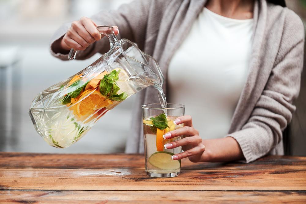 Столовая вода с лаймом, грейпфрутом, мятой и апельсином