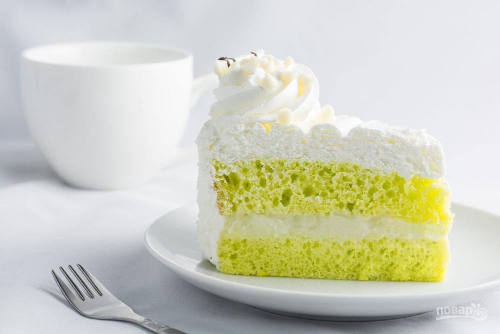 Нежный бисквитный торт с маття и белковой глазурью