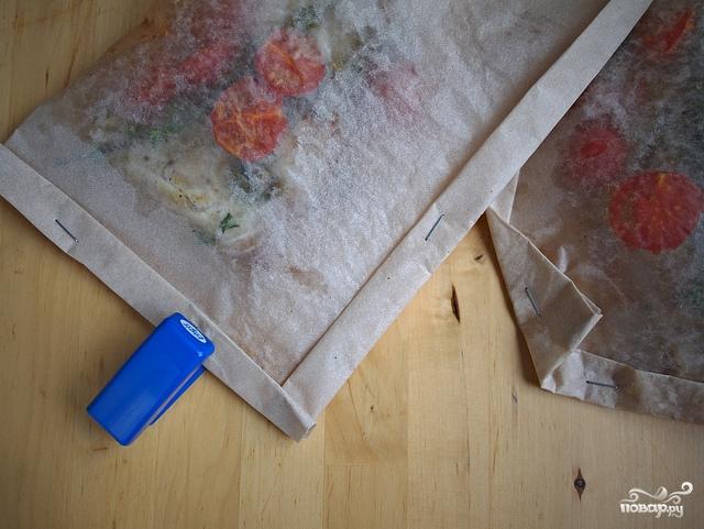 Белая рыба в конверте с каперсами