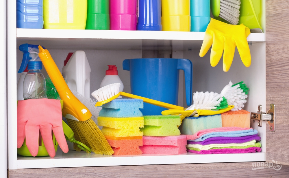 Духовку хорошо чистят химические средства