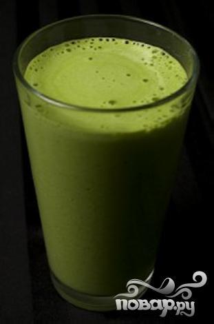 Зеленый витаминный напиток с кокосом