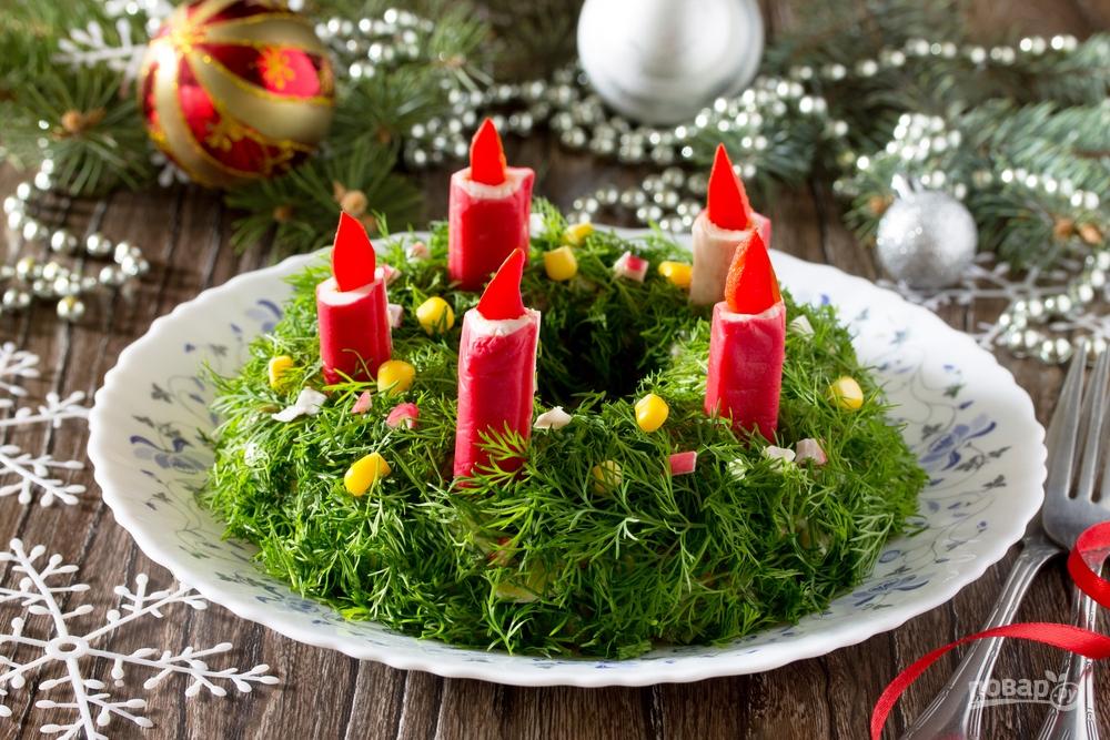 Закусочный торт с крабовыми палочками на Новый год