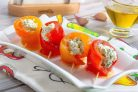 Рулетики из запеченного перца с творожным сыром