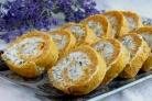 Морковный рулет с творожной начинкой