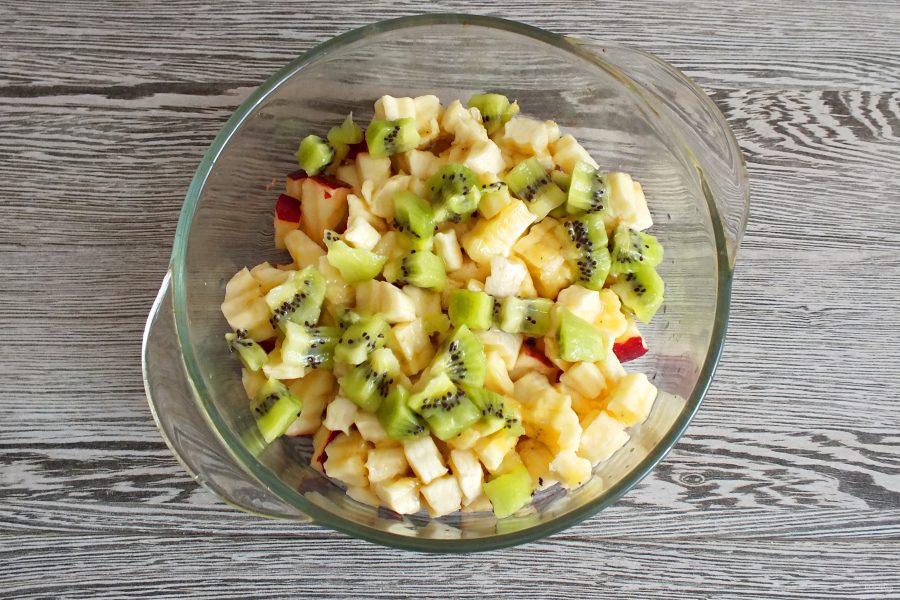 Фруктовый салат с творогом