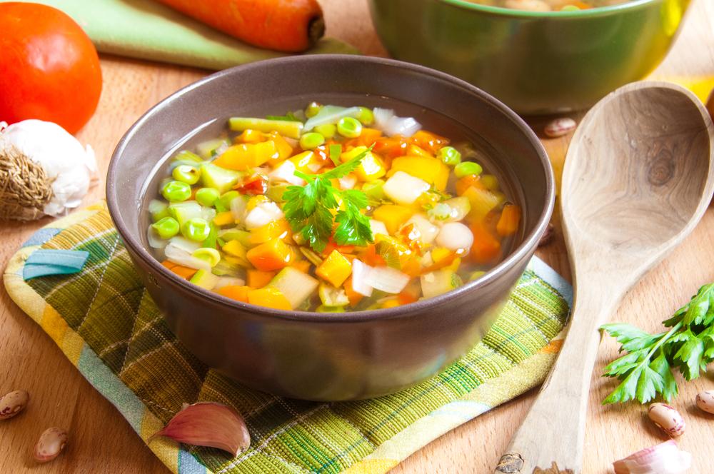 Овощной суп со свежей зеленью
