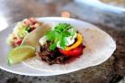 Тортильяс с говядиной, перцем и луком