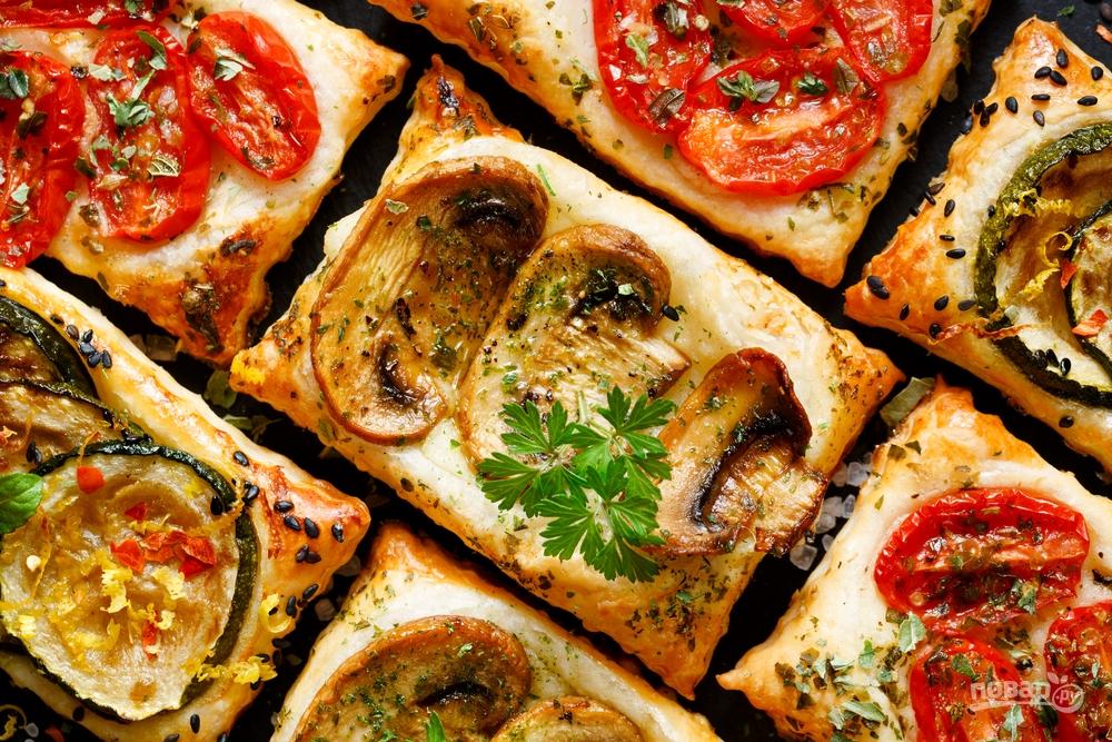 Мини-тарты с грибами и овощами