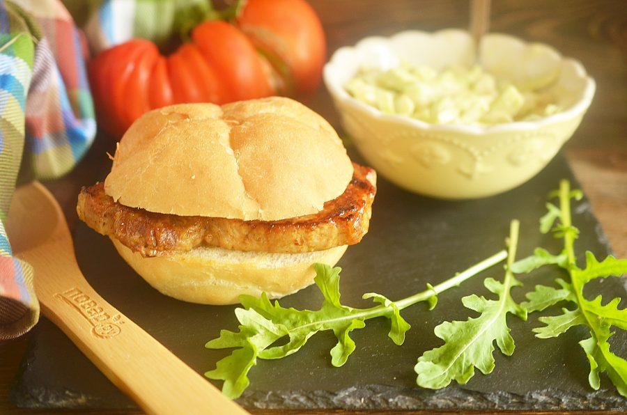Сэндвичи барбекю со свининой и капустой
