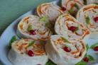 Рулет из лаваша, курицы и корейской моркови